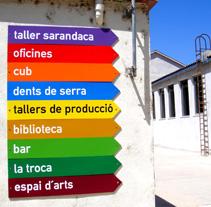 Señalética para Rocaumbert Fàbrica de les Arts. Um projeto de Design e Instalações de lluís bertrans bufí         - 25.11.2010