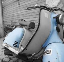 Blue Vespa in the Backyard. Um projeto de Design, Ilustração e Fotografia de Merce Bergada         - 14.07.2012