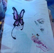 Hand made paintings. T-Shirts and also recycle glass in Camden Market, London. A Illustration project by Irene Martos Perez - 13-06-2013
