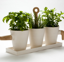 Kitchen herb pot. A Design project by nueve  - 24-10-2013