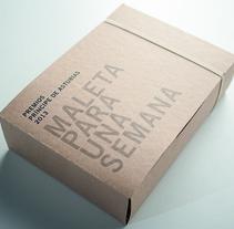 Maleta para una Semana. Um projeto de Gestão de design, Design gráfico e Packaging de Juan Jareño         - 27.03.2014