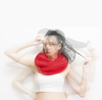 Red Scarf/ Fotografía. A Design, Photograph, Accessor, Design, Art Direction, Costume Design, Crafts, and Fashion project by Mila Chirolde         - 26.10.2014
