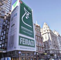 """Feiraco - Un céntrico edificio convertido en un brik de leche de 31 metros. A Advertising project by quattro idcp Agencia de Publicidad Integral. Creatividad y mucho """"sentidiño"""".         - 04.03.2015"""