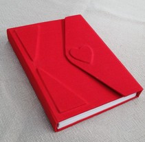 Bonita libreta de tela roja como el amor!. A Crafts project by Anna Gimenez   - 23-04-2015