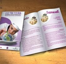 """Folleto bilingüe """"Maratón Multicultural Gastronómico"""" . Um projeto de Design editorial e Design gráfico de Alex Goienetxea - 14-01-2015"""