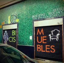 Decoración fachada tienda Ciclos con stencil y spray. Un proyecto de Arte urbano de Sonia de Viana - 19-01-2016